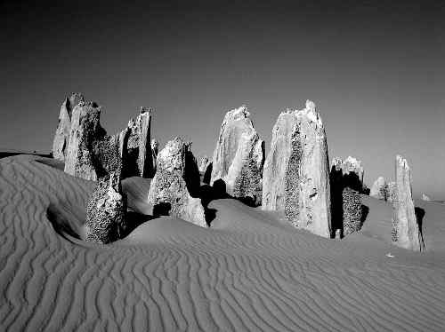 800px_pinnacles_western_australia
